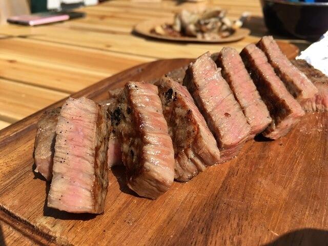 岩手切炭で焼いたステーキ