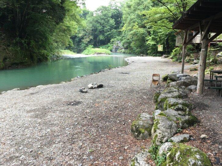 河原のテントサイト