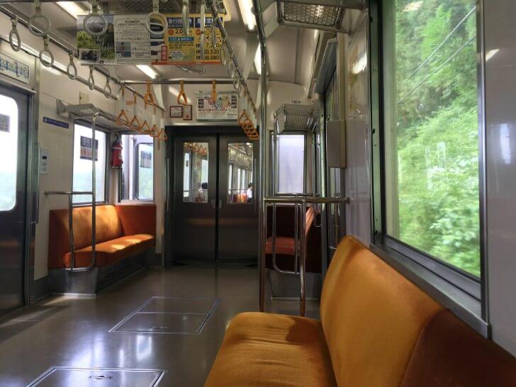 秩父鉄道の車内