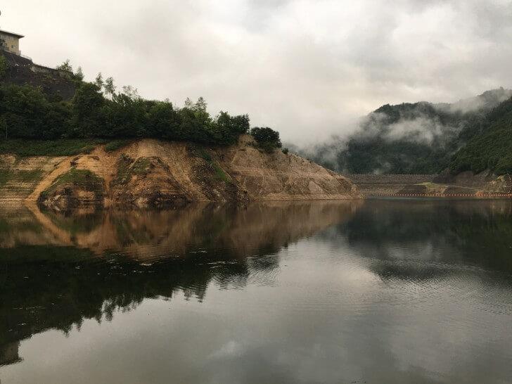 ダムの貯水湖