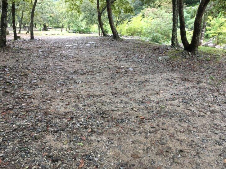 ウェルキャンプ西丹沢の地面