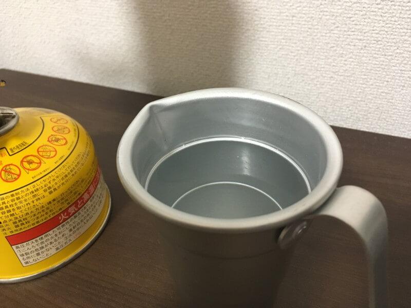 日本酒を入れたアルミ製チロリ