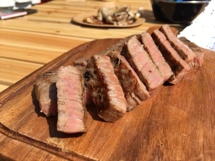焼けたステーキの断面