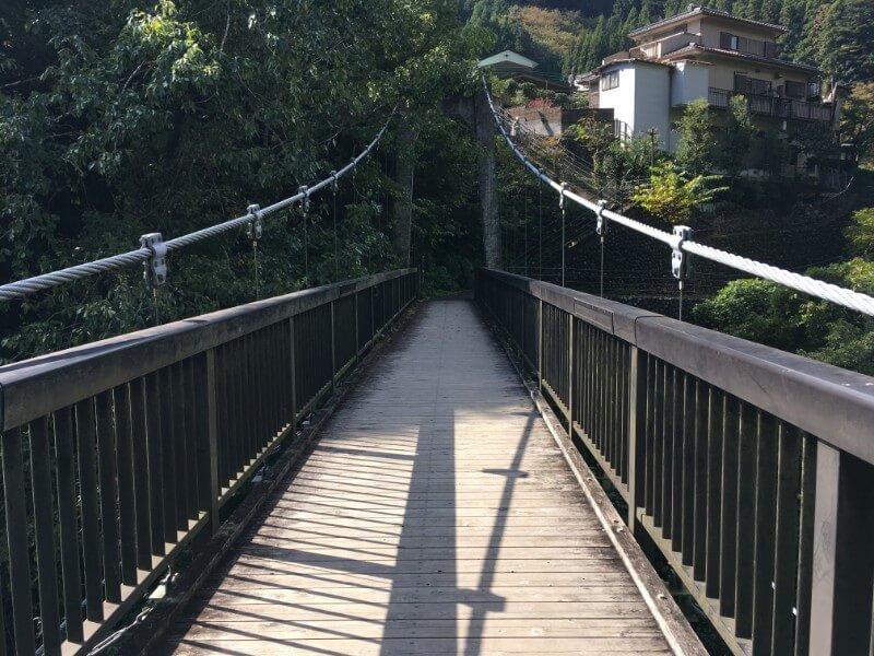 氷川キャンプ場からもえぎの湯にいく吊り橋