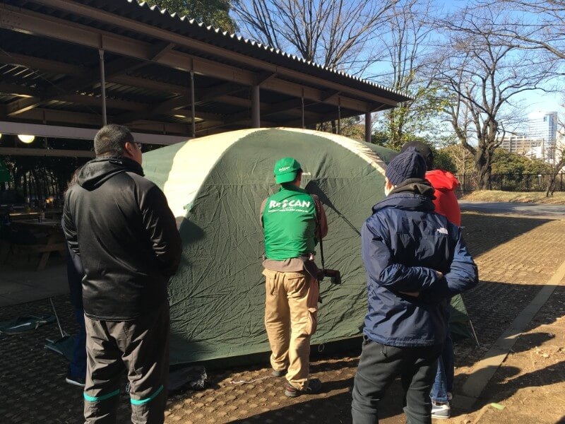 キャンプインストラクター講習でテントを立てる