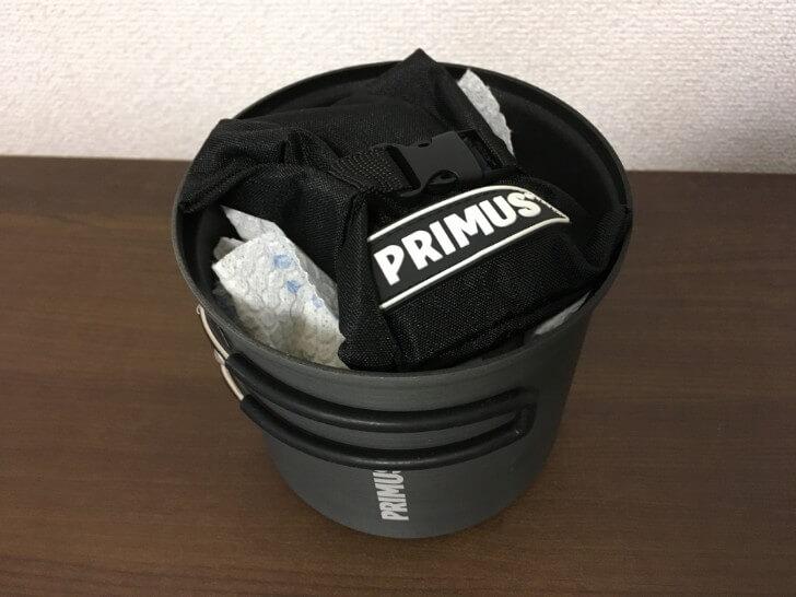 プリムス ライテックトレックケトル&パンの中にバーナーとガスを収納