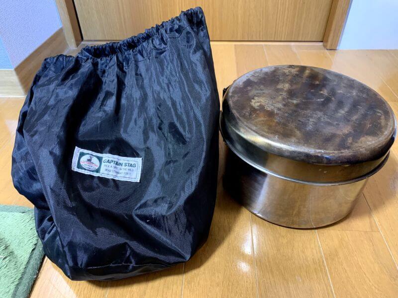 キャプテンスタッグ ラグナステンレスクッカーの収納袋とスタッキングした鍋