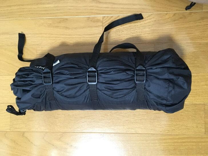 オクトス コンプレッションバッグで圧縮したテント
