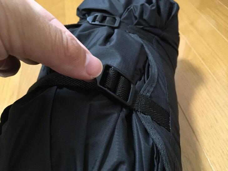 オクトス コンプレッションバッグの圧縮を解除するところ