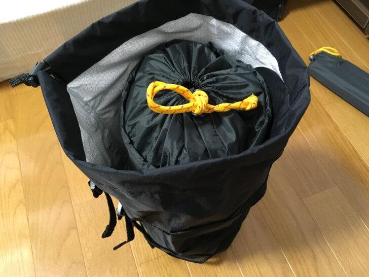 オクトス コンプレッションバッグにテントを入れる